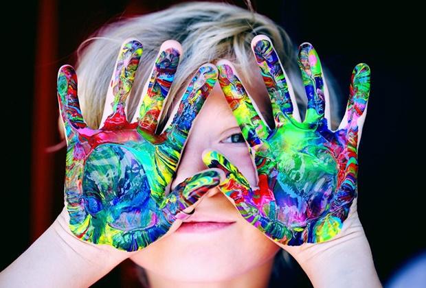 A Neuropsicologia é a ciência que estuda a expressão comportamental das disfunções cerebrais. Dedica-se ao estudo da associação entre o funcionamento cerebral, o comportamento e as funções cognitivas superiores em indivíduos com um desenvolvimento neuropsicológico normal ou atípico.  A avaliação neuropsicológica fornece informação clínica adicional e complementar relativamente aos instrumentos de avaliação psicológica tradicionais. A avaliação neuropsicológica infantil é particularmente indicada nos casos das Perturbações Neurodesenvolvimentais, atraso de desenvolvimento, dificuldades de aprendizagem, problemas de comportamento, elegibilidade para a educação especial, défices em determinadas funções neurocognitivas, entre outras.  A avaliação neuropsicológica incluiu a administração de um amplo conjunto de testes para mensuração das diversas funções neurocognitivas (inteligência, memória, linguagem, funções executivas, atenção, motricidade, lateralidade, etc.) de modo a se compreender a natureza de determinada alteração. Os testes neuropsicológicos são particularmente sensíveis a diversas disfuncionalidades corticais e importantes no diagnóstico clínico de várias perturbações.